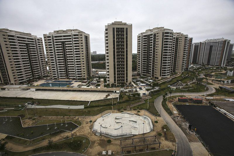 Olympic Village in Rio presented to media • epa05386597 A general view over buildings in the Olympic Village during a media tour in Rio de Janeiro, Brazil, 23 June 2016. The Rio 2016 Summer Olympics are held from 05 to 21 August 2016.  EPA/ANTONIO LACERDA • Lusa