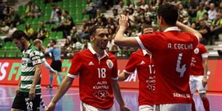 9f544b774b Futsal  Benfica vence Sporting em jogo louco com 15 golos e fica a uma  vitória