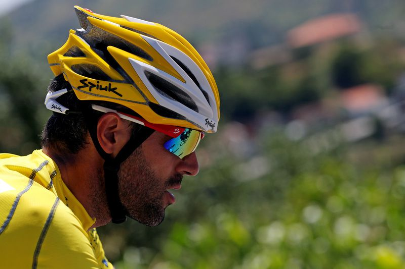 77th Tour de Portugal 2015 • Spanish Gustavo Veloso, team rider of W52-Quinta da Lixa, overall leader's yellow jersey, in action during the 77th Tour de Portugal 2015 cycling race in Senhora da Graça, 2 August 2015. JOSE COELHO/LUSA • Lusa
