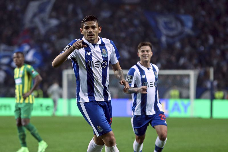 FC Porto vs Tondela • FC Porto Soares celebrates after scoring a goal against Tondela during their Portuguese First League soccer match, held at Dragao stadium, in Porto, Portugal, 17th February 2017. JOSE COELHO/LUSA • Lusa