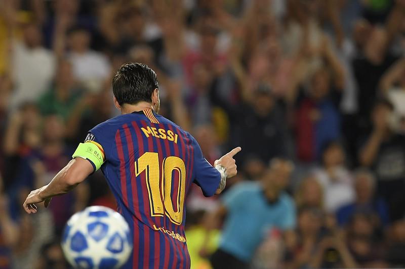 805f694ca4 Liga dos Campeões  Messi faz  hat-trick  na goleada ao PSV Eindhoven ...