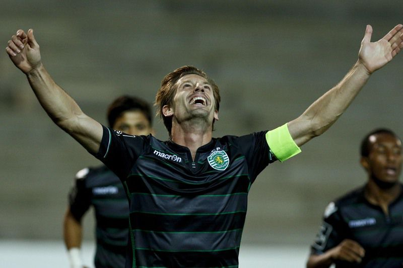 Maritimo vs Sporting • Sporting's portuguese midfielder Adrien Silva celebrates after scoring a goal against Maritimo during their Portuguese First League soccer match held at Barreiros Stadium in Funchal, Portugal, 05 December 2015.  GREGORIO CUNHA/LUSA • Lusa