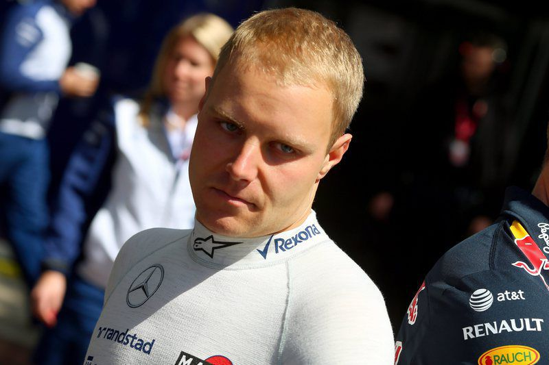 Australia Formula One Grand Prix • epa04662897 Finnish Formula One driver Valtteri Bottas of Williams walks through the paddock at the Albert Park circuit prior to the Australian Formula One Grand Prix in Melbourne, Australia, 15 March 2015.  EPA/SRDJAN SUKI • Lusa