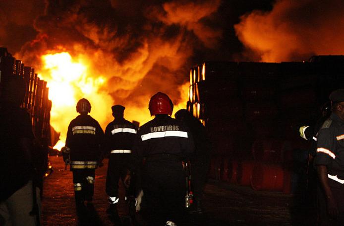 Gerador incendeia e provoca destruição de três viaturas em Benguela