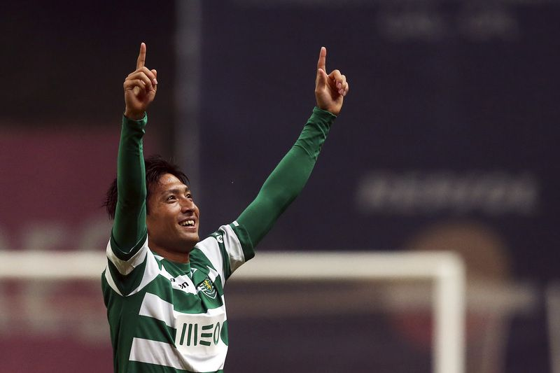 Tanaka • Sporting's Tanaka celebrates after winning their Portuguese First League soccer match against Braga, held at Braga stadium, Braga, Portugal, 11 January 2014. Sporting won 1-0 with a goal by Tanaka in the last minute. JOSE COELHO/LUSA • © 2014