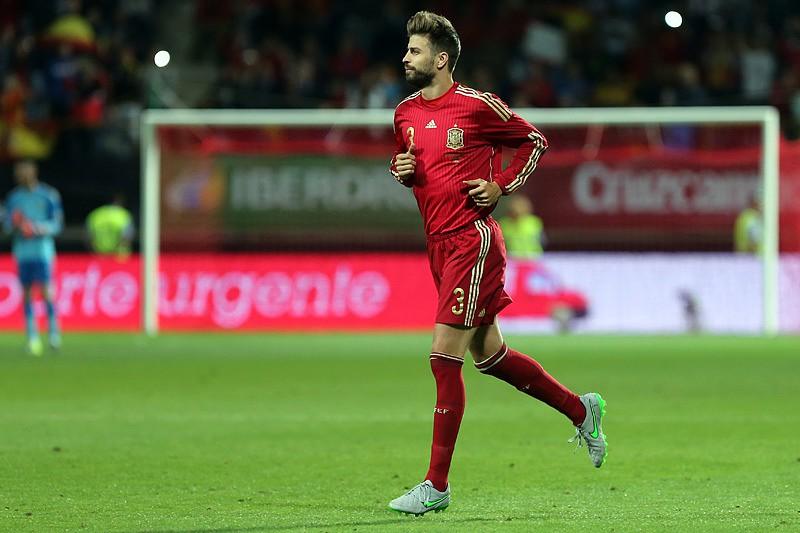 ... estágio da seleção espanhola. Se Piqué foi vaiado f6b7978340c2c