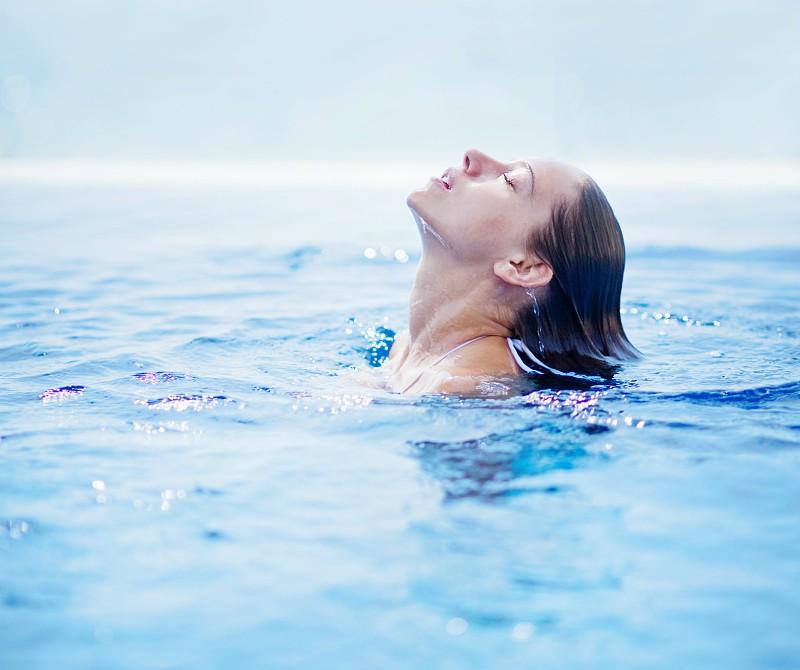 5 coisas a que a água do mar faz (muito) bem