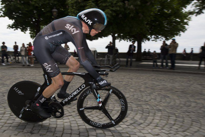 8d3a2d4e038d59f6dbfcbeaabec49697bd98fdcb.jpg • epa05936796 Chris Froome from Britain of team Sky Procycling in action during the fifth and last stage, a 17,88 km race against the clock, at the 71th Tour de Romandie UCI ProTour cycling race in Lausanne, Switzerland, 30 April 2017.  EPA/JEAN-CHRISTOPHE BOTT