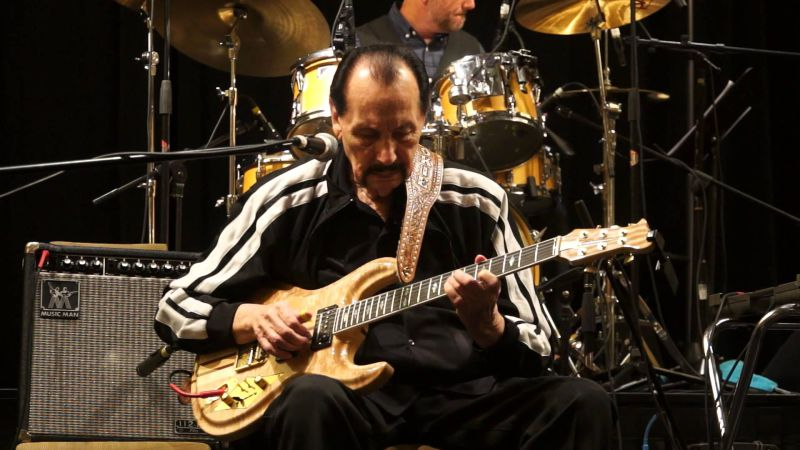Morreu Nokie Edwards, guitarrista dos The Ventures