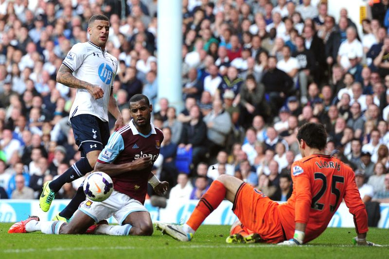 West Ham United's Portuguese striker Ricardo Vaz Te (C) scores his team's second goal during the English Premier League football match between Tottenham Hotspur and West Ham United at White Hart Lane in London on October 6, 2013.  AFP PHOTO/CARL COURT - RESTRICTED TO EDITORIAL USE. NO USE WITH UNAUTHORIZED AUDIO, VIDEO, DATA, FIXTURE LISTS, CLUB/LEAGUE LOGOS OR ?LIVE? SERVICES. ONLINE IN-MATCH USE LIMITED TO 45 IMAGES, NO VIDEO EMULATION. NO USE IN BETTING, GAMES OR SINGLE CLUB/LEAGUE/PLAYER PUBLICATIONS.