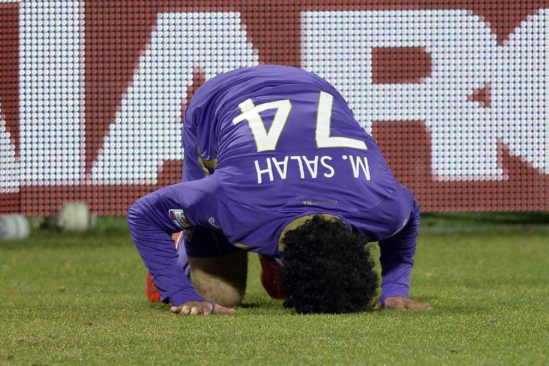 Mohammed Salah no empate da Fiorentina • Fiorentina's Mohammed Salah celebrates after scoring the 1-0 goal during the Italian Serie A soccer match AFC Fiorentina vs Torino FC at Artemio Franchi Stadium in Florence, Italy, 22 February 2015.  • EPA/MAURIZIO DEGL' INNOCENTI