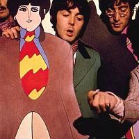 """O clássico homónimo dos Beatles inspirou um dos grandes marcos da história do cinema de animação – a obra realizada por George Dunning em 1968. Entre as aventuras da terra de Pepperland, sobressaem os próprios anos 60, com as suas cores e manifestações psicodélicas e da """"pop art"""" – misturadas aos seus ideais de paz e amor e uma crítica subtil à Guerra do Vietname."""