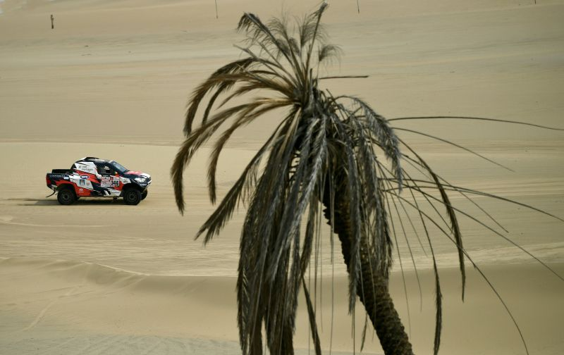 Overdrive Toyota's Portuguese driver Andre Villas Boas and his co-driver Ruben Faria compete, during the Stage 1 of the 2018 Dakar Rally between Lima and Pisco, Peru, on January 6, 2018.  The 40th edition of the Dakar Rally will take competitors through Peru, Bolivia and Argentina until January 20. / AFP PHOTO / FRANCK FIFE