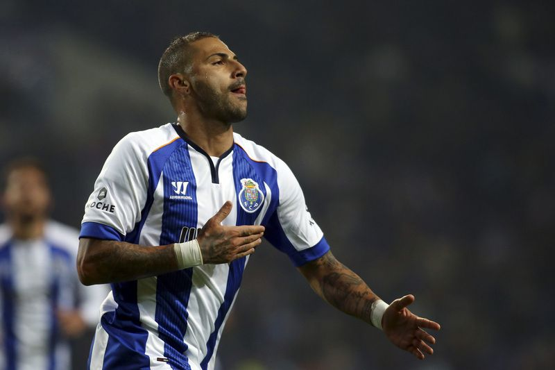 FC Porto vs Vitoria Setubal • FC Porto's Ricardo Quaresma celebrates after scoring a goal against Vitoria Setubal during their Portuguese League soccer match, held at Dragao stadium, Porto, 19 December 2014. JOSE COELHO/LUSA • © 2014