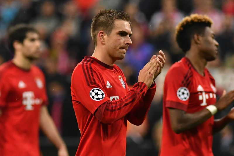 Philipp Lahm agradece o apoio do público no Allianz Arena • Philipp Lahm agradece o apoio do público no Allianz Arena. • Lukas Barth