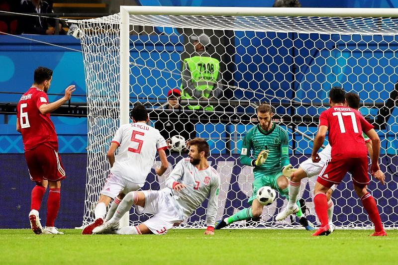 Mundial 2018  Espanha sofre mas vence Irão de Queiroz e iguala Portugal na  liderança do 7ee675c76e552