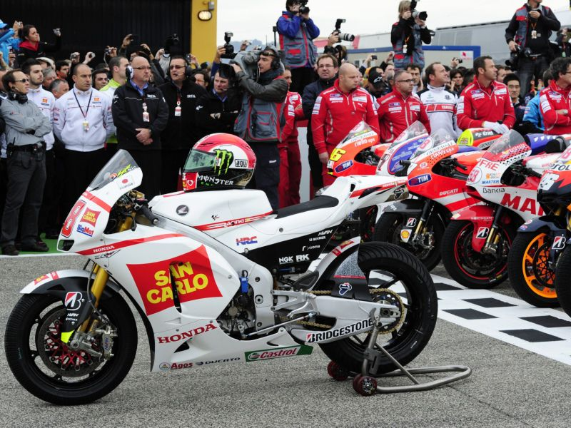San Carlo Honda Gresini's Italian Marco Simoncelli's bike is parked in front of all the bikes from the three categories of the World Championship displaying the number 58 at the Pit Lane as a tribute to Simoncelli before Valencia's MotoGP Grand Prix at Ricardo Tormo racetrack in Cheste near Valencia on November 6, 2011. Simoncelli, 24, died on October 23, 2011 after crashing during the Malaysian Grand Prix at Sepang. AFP PHOTO/JAVIER SORIANO