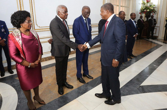 Presidente da República empossa três novos embaixadores