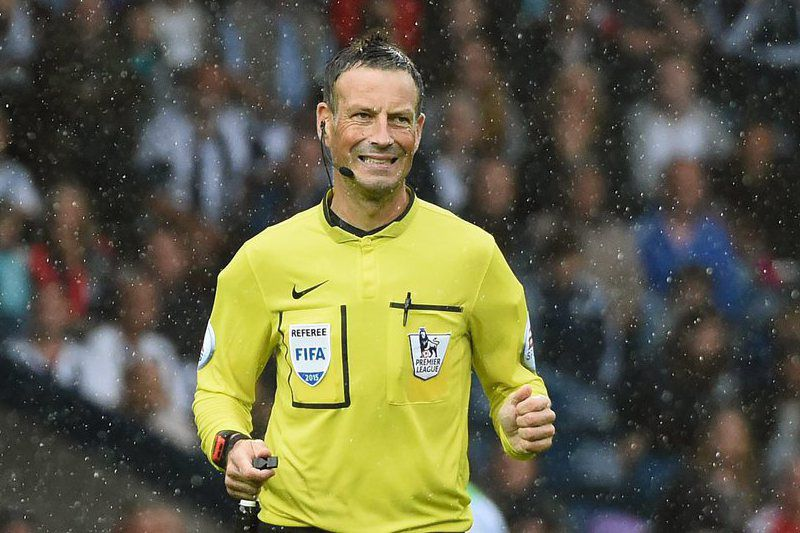 West Bromwich Albion vs Chelsea • epa04894705 Referee Mark Clattenburg during the English Premier League soccer match between West Bromwich Albion and Chelsea at The Hawthorns Stadium in West Bromwich, Britain, 23 August 2015.  EPA/WILL OLIVER EDITORIAL USE ONLY. No use with unauthorized audio, video, data, fixture lists, club/league logos or 'live' services. Online in-match use limited to 75 images, no video emulation. No use in betting, games or single club/league/player publications. • Lusa