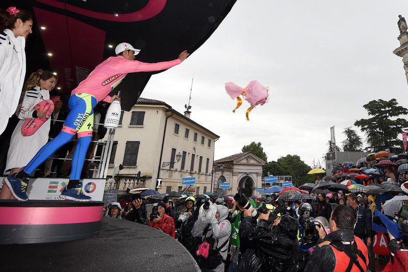 2015 Giro d'Italia - 12th stage • epa04760539 Spanish rider Alberto Contador (L) of Tinkoff-Saxo, celebrates on the podium after after retaining the overall leader's pink jersey following the 12th stage of the 98th Giro d'Italia cycling tour, over 190 km from Imola to Vicenza, Italy, 21 May 2015.  EPA/DANIEL DAL  ZENNARO • Lusa