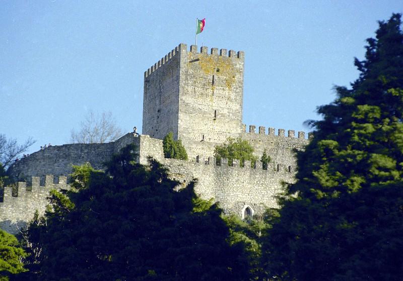 Resultado de imagem para Castelo de Leiria fecha para obras de 3,8 milhões mas continua a ter visitas