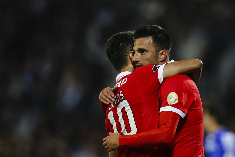 Benfica  Samaris admite assinar pelo Sporting ou FC Porto - I Liga ... e049de4b5d3cc