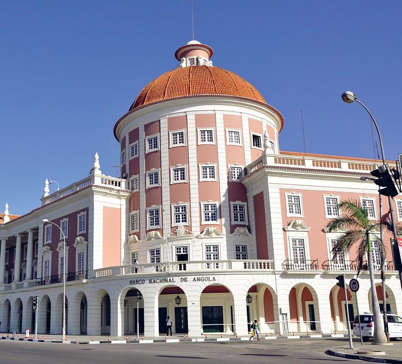 BNA anuncia redução de taxas nas transacções em moeda estrangeira