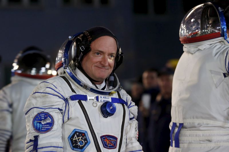 NASA astronaut Scott Kelly walks after donning space suit at the Baikonur cosmodrome March 27, 2015.  The Soyuz TMA-16M spacecraft is scheduled to blast off from Kazakhstan on March 28, with NASA astronaut Scott Kelly and Russian cosmonauts Mikhail Kornienko and Gennady Padalka to the International Space Station. REUTERS/Maxim Zmeyev - RTR4V7IN