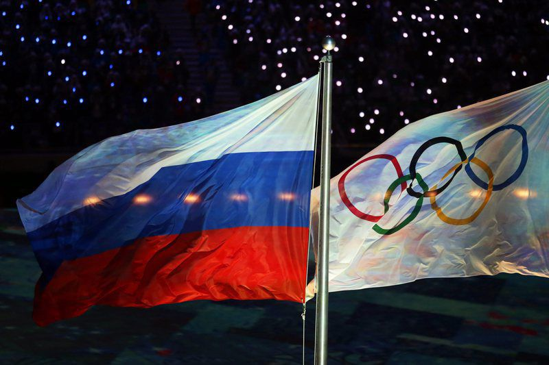 IAAF Council to discuss suspension of Russia • epa05022854 (FILE) A file picture dated 23 February 2014 of the Olympic flag (R) and the Russian flag (L) during the Closing Ceremony of the Sochi 2014 Olympic Games in the Fisht Olympic Stadium in Sochi, Russia. The ruling athletics body IAAF Council meets on 13 November 2015 to discuss a recommendation from an independent commission of the World Anti-Doping Agency (WADA) to suspend Russia from events including the 2016 Summer Olympics in Rio de Janeiro, because of wide-spread doping practices and cover-ups of positive tests, allegations first made in a German television documentary.  EPA/KAY NIETFELD *** Local Caption *** 51254472 • Lusa