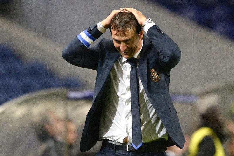 Lopetegui desesperado no derbi portuense • FC Porto's Spanish head coach, Julen Lopetegui, reacts during their Portuguese First League soccer match against Boavista held at Dragao Stadium in Porto, Portugal, 21 September 2014. • FERNANDO VELUDO / LUSA