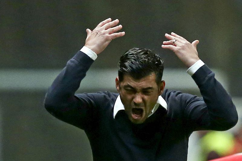 Sporting de Braga vs FC Porto • Sporting de Braga's head-coach, Sergio Conceicao, reacts during their Portuguese First League soccer match against FC Porto, held at Braga stadium, Braga, Portugal, 6 March 2015. JOSE COELHO/LUSA • Lusa