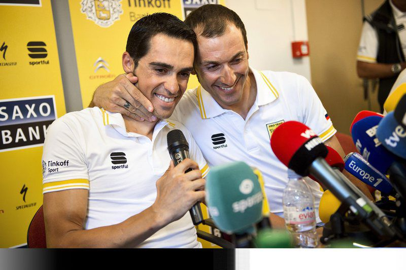 Ivan Basso leaves Tour de France • epa04845163 Italy's Ivan Basso (R) hugs his captain Alberto Contador after Ivan Basso announced that he has testicular cancer and therefore has to leave the Tour de France 2015 cycling race at a press conference on July 13, 2015 in Pau, France.  EPA/Nils Meilvang DENMARK OUT • Lusa