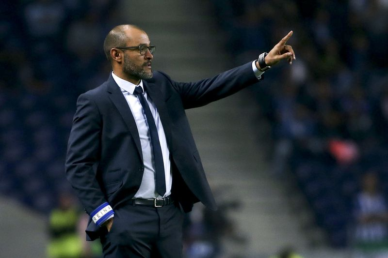 Nuno Espírito Santo • FC Porto's head coach Nuno Espiríto Santo reacts during the UEFA Champions League group G soccer match with Club Brugge held at Dragao stadium in Porto, Portugal, 02nd November 2016. ESTELA SILVA/LUSA • LUSA