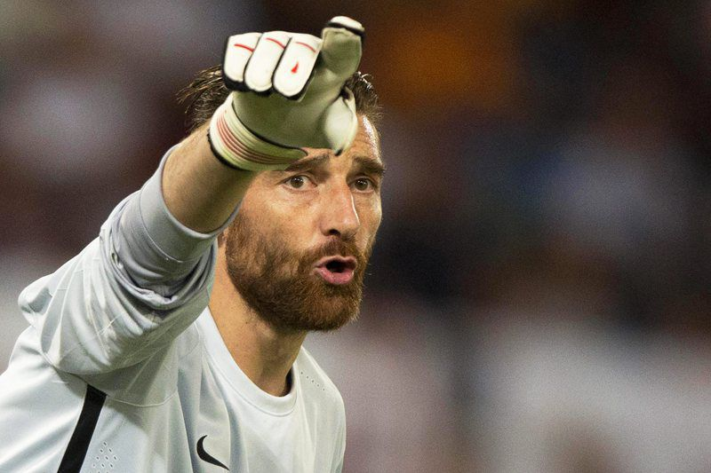 Morgan De Sanctis vai para o Mónaco • epa04934049 Roma's goalkeeper Morgan De Sanctis gestures during the UEFA Champions League group E soccer match between AS Roma and FC Barcelona at Olimpico stadium in Rome, Italy, 16 September 2015. The match ended 1-1.  • EPA/CLAUDIO PERI