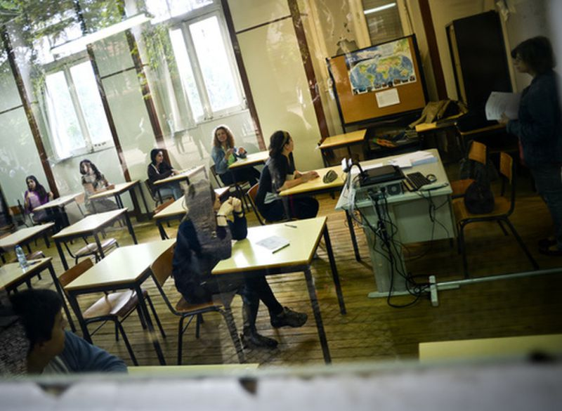 Resultado de imagem para Cerca de 24 mil professores colocados hoje nas escolas públicas