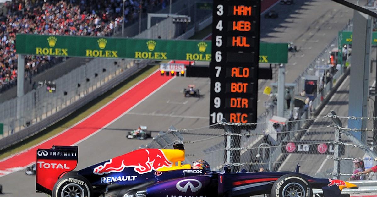 Vettel vence e fica a uma vitória do recorde de Schumacher