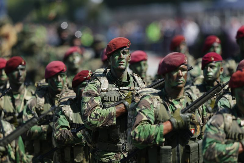Chefe do Exército defende papel inquestionável de Comandos apesar de ... 75a23134d03