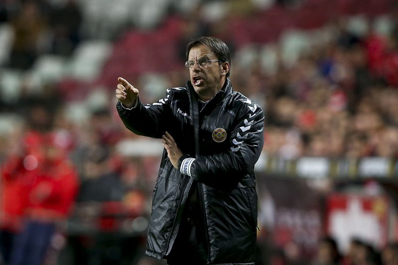 Portuguese League Cup: Benfica vs Nacional • Nacional's head coach Manuel Machado reacts during their League Cup match against Benfica held at Luz Stadium in Lisbon, Portugal, 29 december 2015. JOSE SENA GOULAO/LUSA • Lusa