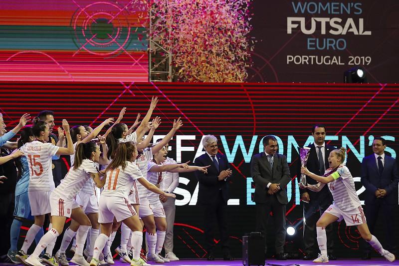 65c2ddf054 Desilusão portuguesa na festa espanhola  As imagens da final do Euro de futsal  feminino Espanha é a primeira seleção a conquistar o Europeu ...