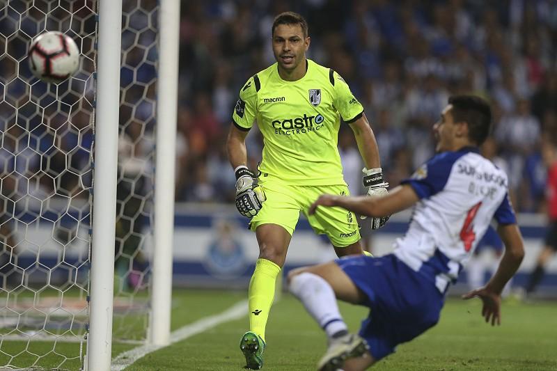 Douglas diz que exibição com o FC Porto foi das melhores no Vitória de  Guimarães c0b16c00214d8