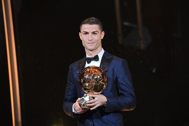 298ecb54f9 Ronaldo procura sexta Bola de Ouro em ano em que não é favorito ...
