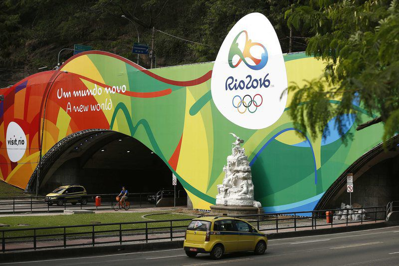 Rio de Janeiro show the colors of Rio 2016 • epa05396852 Vehicles leave the tunnel Engenheiro Coelho Cintra that links the neighborhoods Botafogo and Copacabana, painted with the colors of the Olympic Games Rio 2016, in Rio de Janeiro, Brazil, 28 June 2016.  EPA/Marcelo Sayao • Lusa