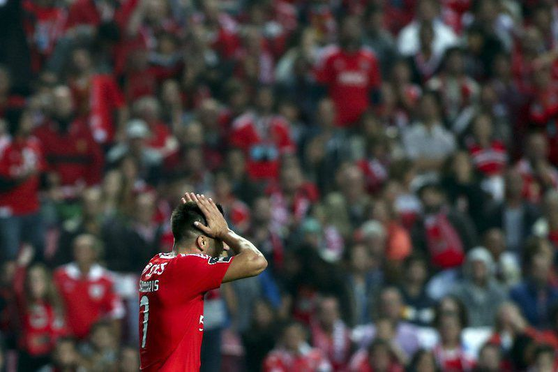 SL Benfica vs Sporting  • epa04995759 Benfica's player, Andreas Samaris, looks disapointed after missing a goal against Sporting during their Portuguese First League soccer match held at Luz Stadium, in Lisbon, Portugal, 25 October 2015.  EPA/MIGUEL A. LOPES • Lusa