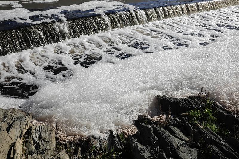 Resultado de imagem para Municípios da Região de Leiria aprovam moção contra atividades poluidoras junto à foz do rio Lis