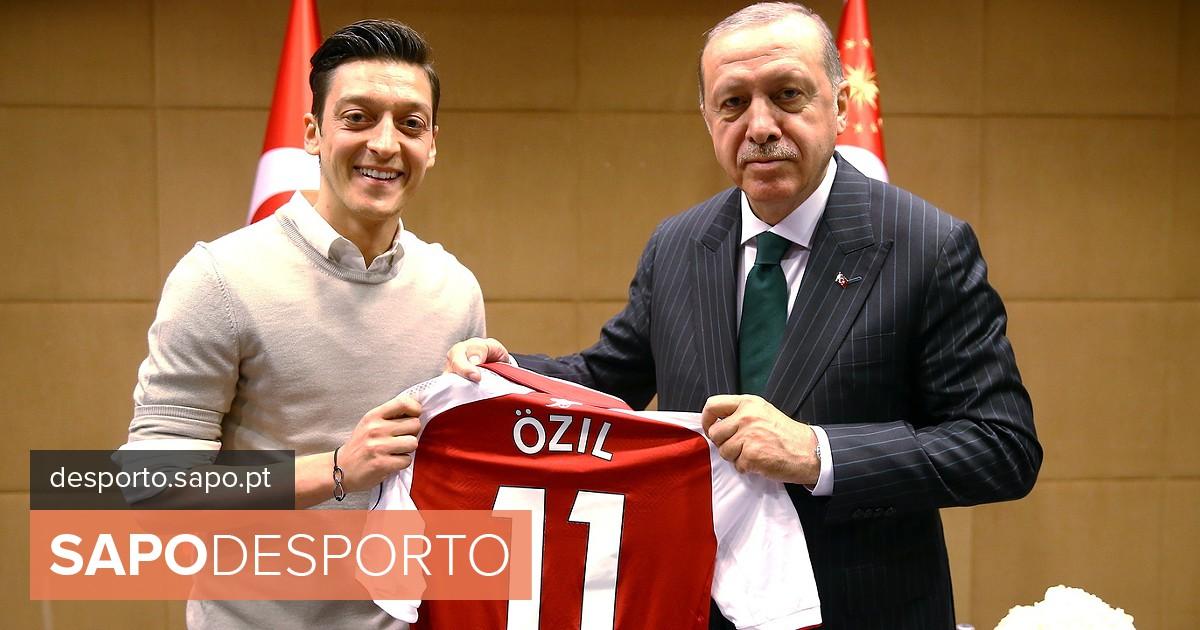 e454da001b Governo turco manifesta apoio a Mesut Ozil e lamenta