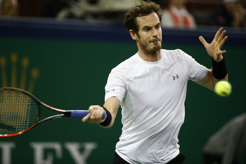Shanghai Tennis Masters • epa04980988 Andy Murray of Great Britain in action against Novak Djokovic of Serbia during their semi-final match in the Shanghai Tennis Masters at the Qi Zhong Tennis Center in Shanghai, China, 17 October 2015.  EPA/ROLEX DELA PENA • Lusa