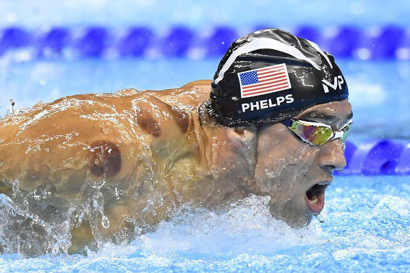 Rio2016: Michael Phelps na prova de 200 metros mariposa. TIBOR ILLYES/LUSA • epa05466851 Michel Phelps of USA competes in a men's 200m Butterfly semifinal race of the Rio 2016 Olympic Games Swimming events at Olympic Aquatics Stadium at the Olympic Park in Rio de Janeiro, Brazil, 08 August 2016.  EPA/TIBOR ILLYES   HUNGARY OUT • Lusa