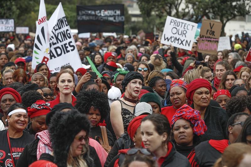Milhares de mulheres manifestam-se contra a violência de género na África do Sul