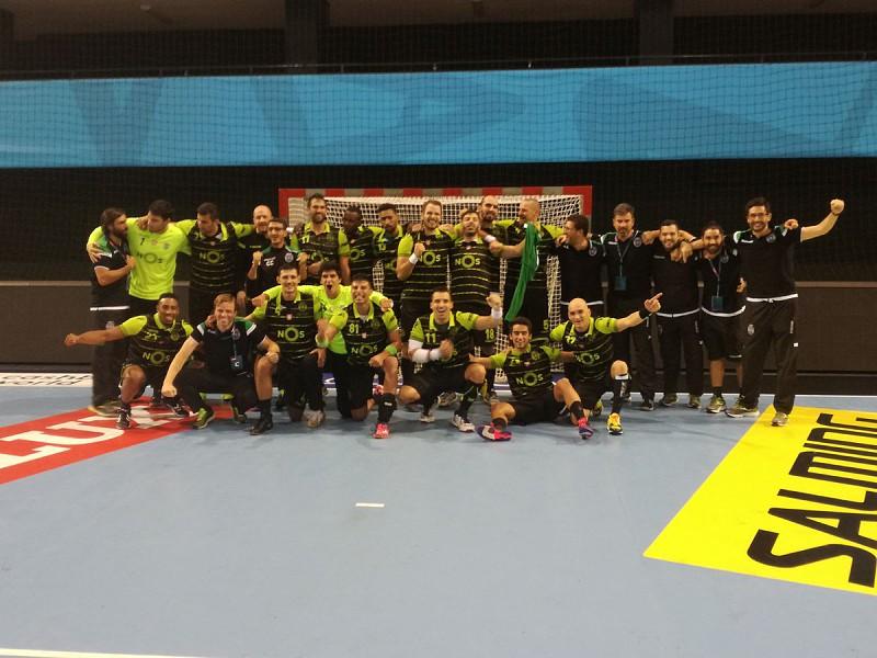 3e9aa36ff8 O Sporting assegurou um lugar na fase de grupos da Liga dos Campeões de  Andebol. Os campeões de Portugal venceram este domingo o Alpla HC Hard por  35-34