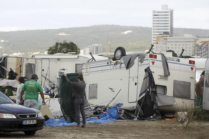 Resultado de imagem para Autarcas lamentam falta de apoios financeiros do Governo após tempestade Leslie